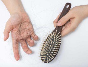 Sering Mengganggu? Inilah Cara Perawatan Rambut Rontok Dengan Bahan Alami